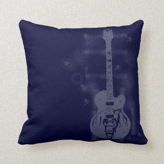 Almohadas azules gráficas de la guitarra cojín decorativo