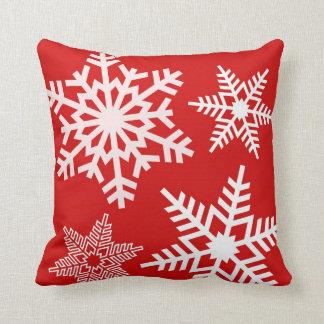 Almohadas blancas rojas del navidad del invierno