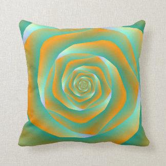 Almohadas color de rosa espirales anaranjadas y cojín decorativo