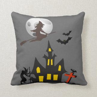 Almohadas de la casa encantada de Halloween Cojín Decorativo