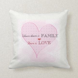 Almohadas de la familia y del amor con el corazón
