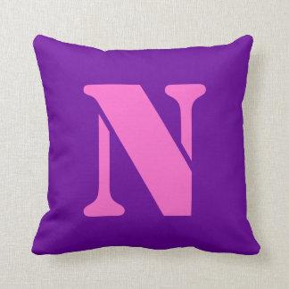 Almohadas de la letra N