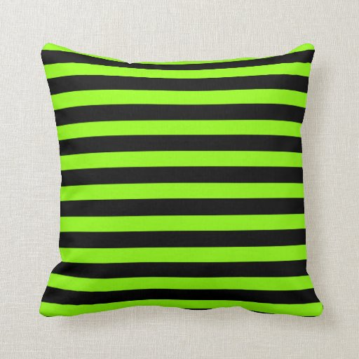 Almohadas de la raya de la verde lima