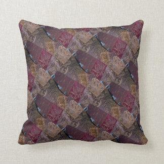 Almohadas del diseño de la tela que acolchan