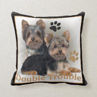 Almohadas dobles del problema de Yorkshire Terrier