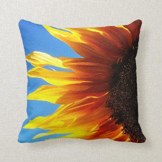 Almohadas en llamas del girasol