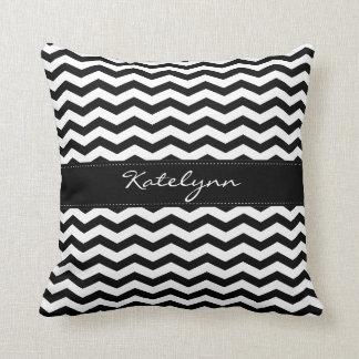Almohadas negras de la impresión del zigzag de