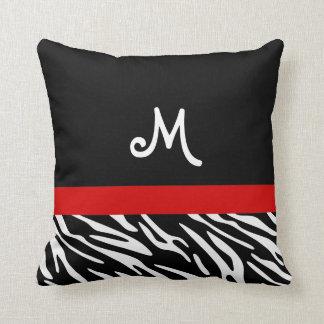 Almohadas negras y rojas de moda del monograma de