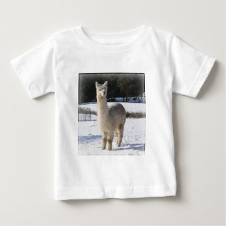 Alpaca en la nieve t-shirts