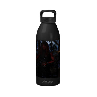 Alquimia con el arte del gótico de la fantasía del botella de beber