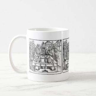 Alquimista real en las paredes del castillo taza clásica