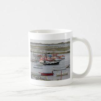 Alta marea, Morston, Norfolk Taza Básica Blanca
