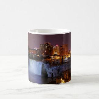Altas caídas en Rochester céntrica Nueva York Tazas De Café
