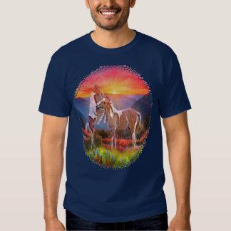 Altas camisetas de los caballos del país remera