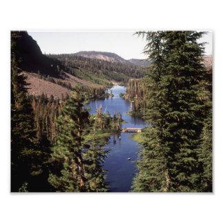 Altas sierras gigantescas de los lagos CA Fotografías