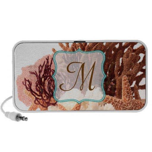 Altavoces coralinos de la inicial del monograma de