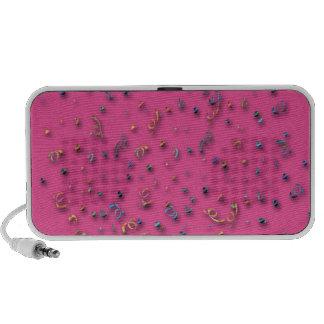 Altavoces rosados del confeti de la diversión