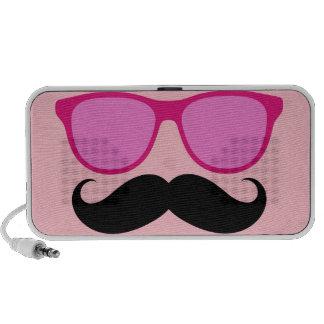 Altavoces rosados femeninos divertidos del bigote