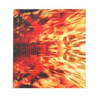 Altavoz de la música con las llamas bloc de papel