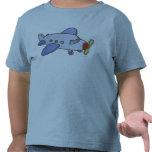 Alto aeroplano que vuela camiseta