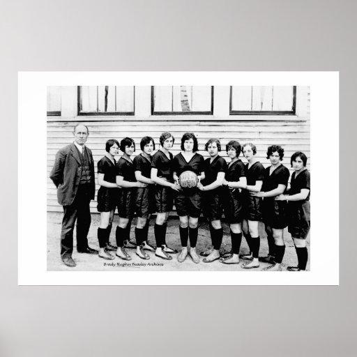Alto baloncesto 1930 de las colegialas de Dibrill Poster