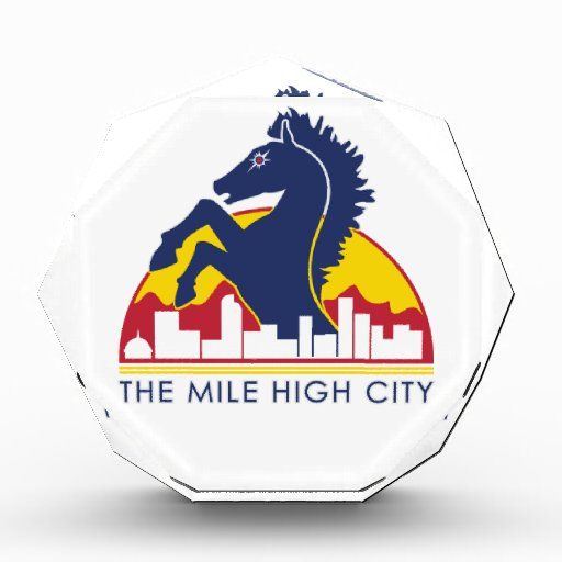 Alto caballo del azul de la ciudad de la milla