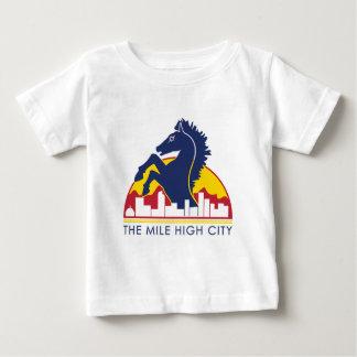Alto caballo del azul de la ciudad de la milla playera