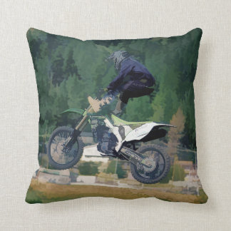 Alto jinete del motocrós del estilo libre del cojín