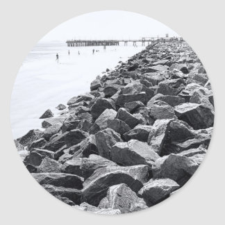 Alto paisaje dominante de la pared de mar de pegatina redonda