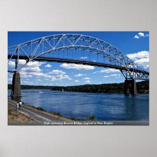 Alto puente de Bourne que atraviesa, más alto de n Posters
