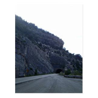 Alto túnel New México de la montaña de Rolls Postal