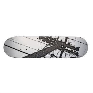 Alto voltaje - foto industrial blanco y negro tabla de skate