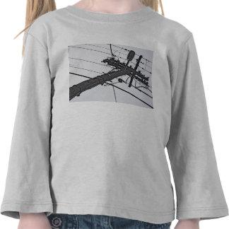 Alto voltaje - foto industrial blanco y negro camisetas