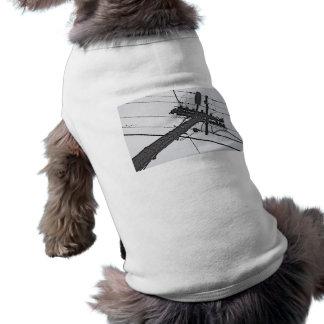 Alto voltaje - foto industrial blanco y negro camisa de mascota