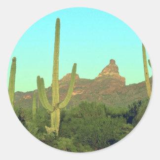 Altos Saguaros en el desierto Pegatina Redonda