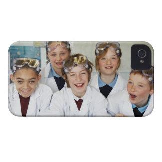 Alumnos (9-12) en la clase de la ciencia, iPhone 4 Case-Mate cobertura