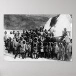 Alumnos esquimales en la fotografía de Alaska Póster