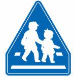 Alumnos que cruzan >> señal de tráfico japonesa esculturas fotograficas
