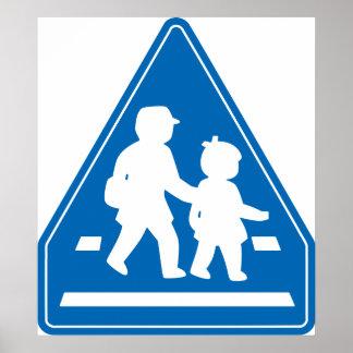 Alumnos que cruzan >> señal de tráfico japonesa póster