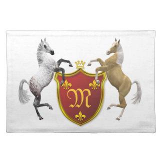 Alzar caballos con un escudo heráldico, con monogr mantel individual