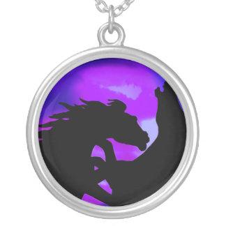 Alzar el collar del diseño del caballo