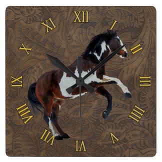 Alzar el semental de la pintura del Pinto en la Relojes