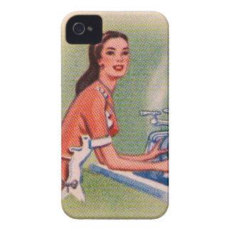 Ama de casa de los suburbios del kitsch del vintag iPhone 4 Case-Mate carcasa