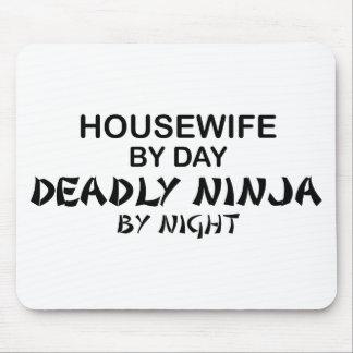 Ama de casa Ninja mortal por noche Alfombrilla De Ratones