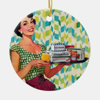 Ama de casa retra de los años 50 del vintage que adorno navideño redondo de cerámica
