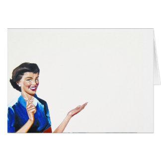 Ama de casa retra divertida con la lavadora tarjeta de felicitación