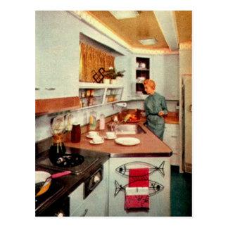 Ama de casa retra en cocina tarjeta postal