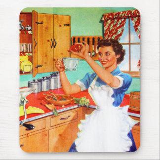 Ama de casa suburbana del kitsch del vintage que tapete de raton