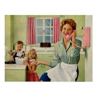 Ama de casa y familia retras tarjeta postal