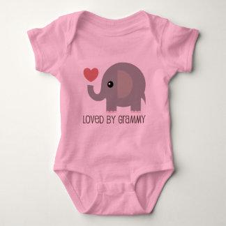 Amado por el elefante del corazón de Grammy Body Para Bebé